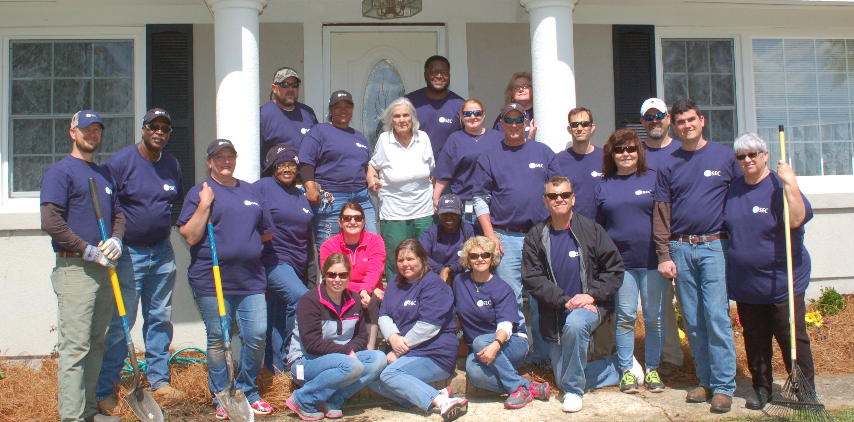 Belton home group photo